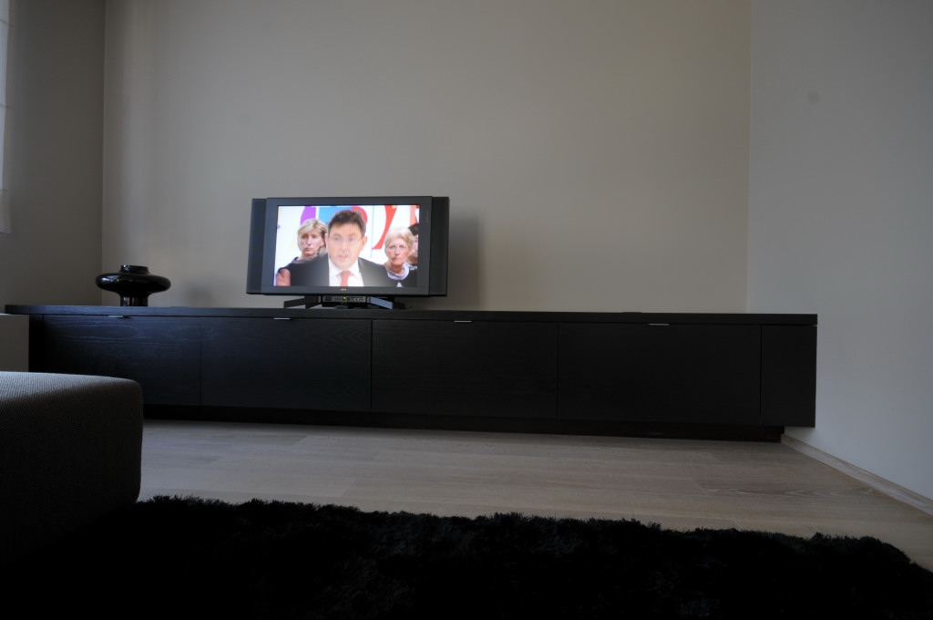 Woonkamer Kast Rood : TV meubel gemaakt in eik fineer